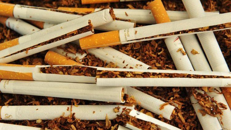 De nouvelles mesures anti-tabac sont prévues, a annoncé la ministre de la Santé, Marisol Touraine, le 5 septembre 2012. (ALAIN JOCARD / AFP)