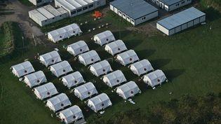 Des tentes de migrants, le 1 novembre 2016 à Calais (Pas-de-Calais). (PHILIPPE HUGUEN / AFP)