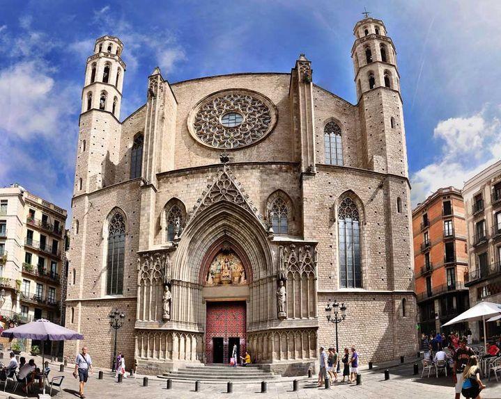 La basilique de Santa Maria del Mar de Barcelone, aussi connue sous le nom de catedral de la Ribera, est l'un des exemples les plus parfaits de l'architecture gothique, et ce du fait de l'harmonie de ses proportions et de la sérénité qu'offre l'ensemble (www.barcelona-autrement.com)