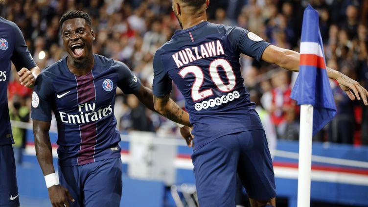 Serge Aurier et Layvin Kurzawa, deux joueurs achetés en L1 par le PSG (MATTHIEU ALEXANDRE / AFP)