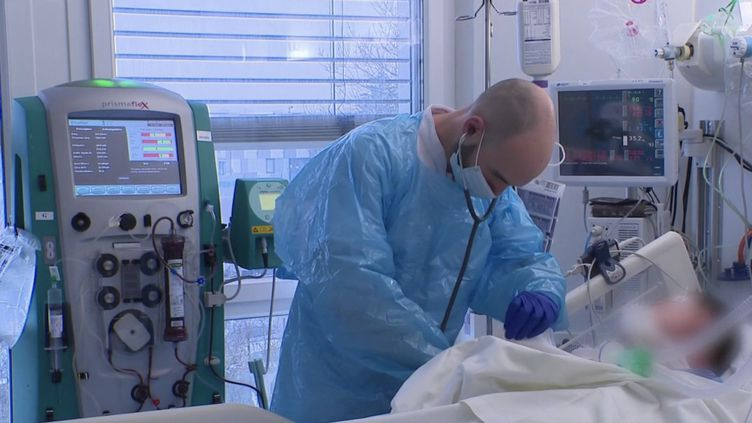 En Moselle, l'hôpital de Metz-Thionville fonctionne à flux tendu. 80% du service de réanimation est occupé par des malades du Covid-19.  (CAPTURE ECRAN FRANCE 3)