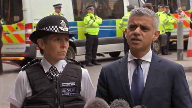 """VIDEO. Sadiq Khan, le maire musulman de Londres, condamne les actes """"lâches"""" et """"l'idéologie toxique"""" des terroristes"""