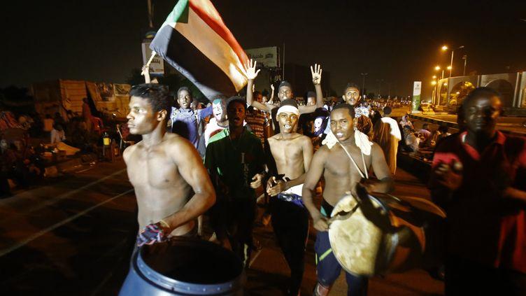Des manifestants rassemblésdevant le siège de l'armée à Khartoum le 30 mai 2019. (ASHRAF SHAZLY / AFP)