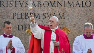 Le pape François lors de la célébration des Rameaux, le 14 avril 2019, sur la place Saint-Pierre, au Vatican. (TIZIANA FABI / AFP)
