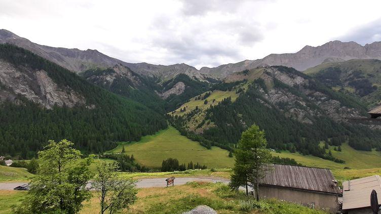 Vue depuis levillage de Saint-Véran dans le parc naturel régional du Queyras dans les Hautes-Alpes. (VALENTIN DUNATE/RADIO FRANCE)