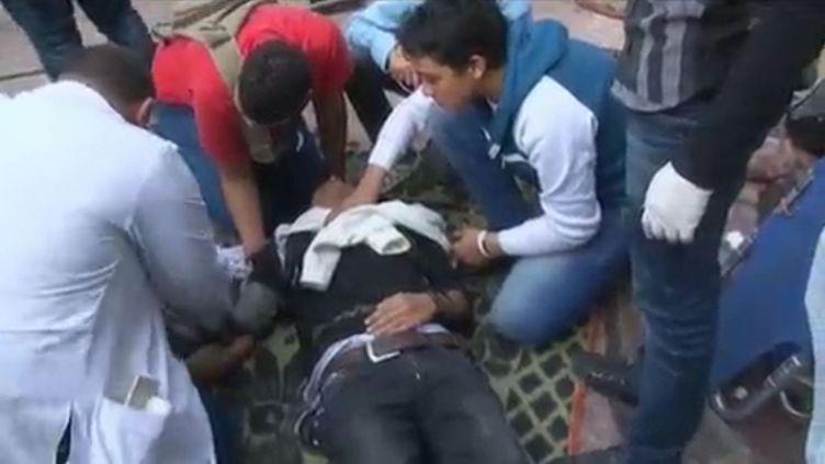 Les manifestants blessés affluent dans cet hôpital de campagne du Caire (Egypte), le 23 novembre 2011. (FTVi / FRANCE 3)