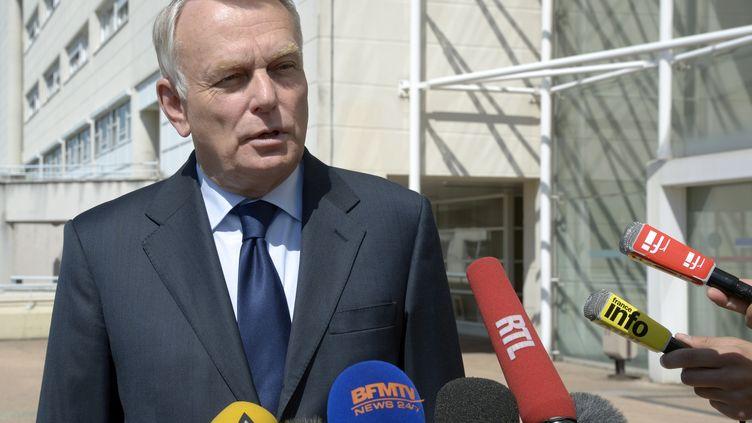 Jean-Marc Ayrault face à la presse, le 7 juin 2013, à Clamart (Hauts-de-Seine). (BERTRAND GUAY / AFP)