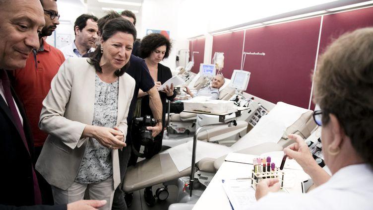 Agnès Buzyn, ministre de la Santé, en visite à l'Etablissement français du sang. (MAXPPP)