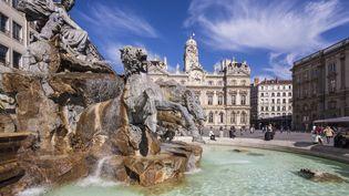 Le centre historique de Lyon est à l'image de son histoire : dense et diversifié. Fondé par les Romains en tant que capitale des Trois Gaules au Ier siècle avant J.-C., le centre de la ville recèle de nombreuses fontaines et monuments. (JACQUES PIERRE / HEMIS.FR / AFP)