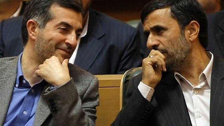 Esfandiar Rahim Mashaie discute avec le président Ahmadinejad (© AFP Behrouz Mehri)