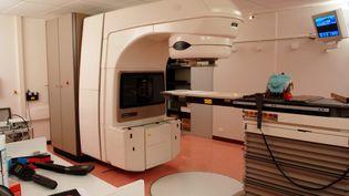 Un appareil de radiothérapie à l'hôpital Jean Monnet d'Epinal, le 29 janvier 2008. (MAXPPP)