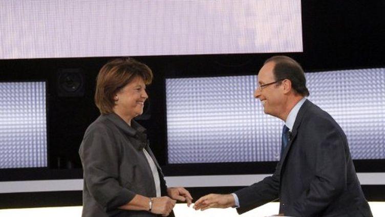 Martine Aubry et François Hollande, le 12 octobre 2011, sur plateau de France 2. (AFP)