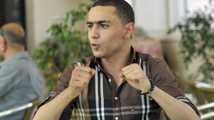 Le rappeur tunisienAla Yaacoub, dit Weld El 15, arrive à son procès, à Ben Arous (Tunisie), le 13 juin 2013. (FETHI BELAID / AFP)