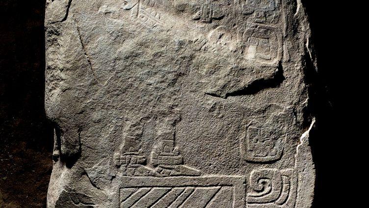La stèle maya vieille de 2000 ans découverte en septembre 2018 sur le site archéologique Tak'alik Ab'aj au Guatemala. (GUATEMALAN MINISTRY OF CULTURE / AFP)