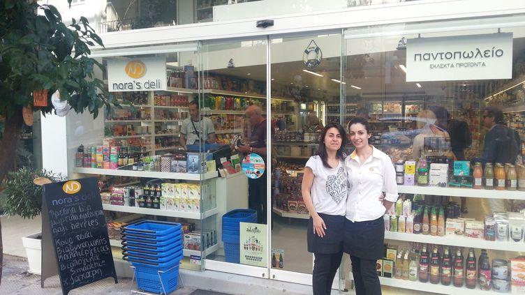 L'épicerie gourmet Nora's Deli, dans le quartier de Kolonaki, à Athènes (Grèce), le 23 juin 2015. (YANN THOMPSON / FRANCETV INFO)