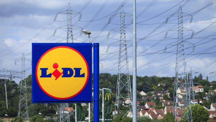 Une employée d'un Lidlde Nancy (Meurthe-et-Moselle) a été dédommagée, le 17 octobre 2014, après avoir été licenciée pour avoir volé – selon la direction – une viennoiserie, en 2012. (STÉPHANE OUZOUNOFF / AFP)