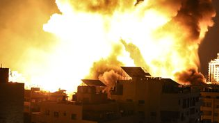 Un bombardement israélien à Gaza, le 18 mai 2021. (MAHMUD HAMS / AFP)