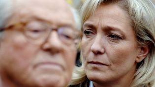 Jean-Marie et Marine Le Pen, le 17 mars 2007 à La Trinité-sur-Mer (Morbihan). (MARTIN BUREAU / AFP)