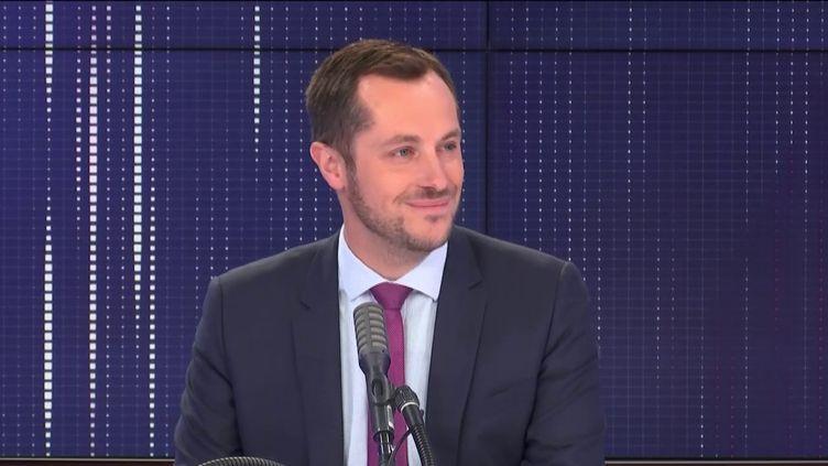 """Nicolas Bay, eurodéputé du Rassemblement national, invité du """"8h30 franceinfo"""", lundi 13 juillet 2020. (FRANCEINFO / RADIOFRANCE)"""
