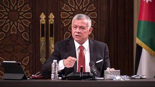 Le roi Abdallah II de Jordanie au palais royal, à Amman, le 23 mars 2021. (JORDANIAN ROYAL PALACE / AFP)