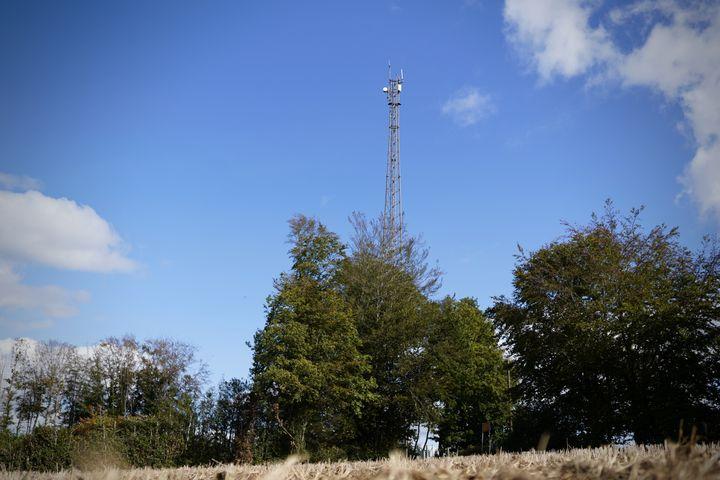 Dans le Morvan, les antennes-relais sont un équipement convoité. Ici, une installation sur la commune de Saint-Agnan (Nièvre). (PIERRE-LOUIS CARON / FRANCEINFO)