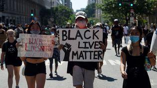Des manifestantsprotestent contre la mort de George Floyd près de la Maison Blanche, à Washington (Etats-Unis), le 3 juin 2020. (OLIVIER DOULIERY / AFP)