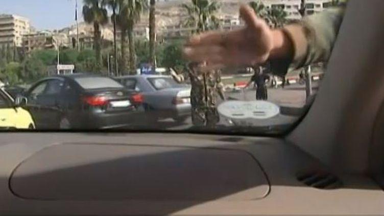 capture d'ecran - Damas (Syrie), 2 juin 2013 les forces de sécurité demande aux journalistes de France 2 d'arreter de filmer ( FRANCE 2 / FRANCETV INFO)