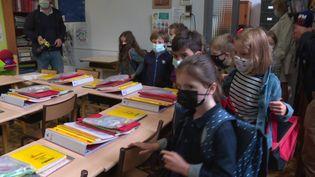 Des fournitures scolaires gratuites, une première à Lille. (C. Bres / France Télévisions)