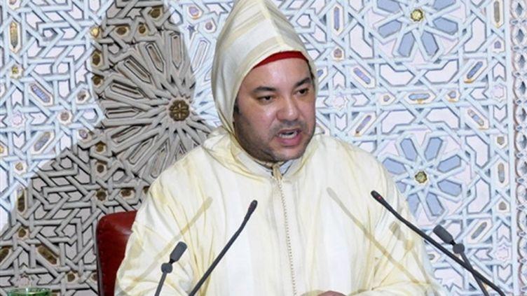 Le roi du Maroc prononce un discours pour l'ouverture de la session parlementaire, le 10 octobre 2008, à Rabat (© AFP - Abdelhak Senna)