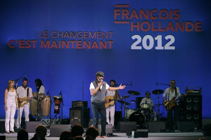 Yannick Noah au meeting de François Hollande le 22 janvier 2012. (YOAN VALAT /EPA / MAXPPP)