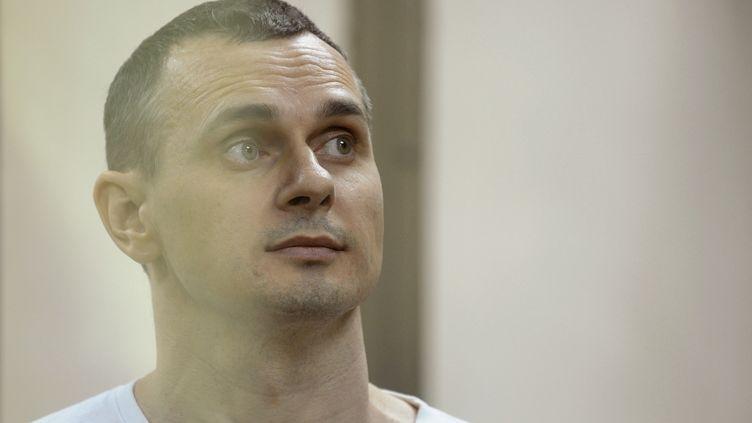 Le cinéaste ukrainien Oleg Sentsov à Rostov-sur-le-Don (Russie), le 25 août 2015. (SERGEY PIVOVAROV / REUTERS)