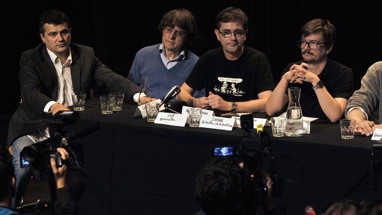De gauche à droite : le chroniqueur Patrick Pelloux, les dessinateurs Cabu, Charb et Luz, le 3 novembre 2011 au théâtre du Rond-Point, à Paris. (MEHDI FEDOUACH / AFP)