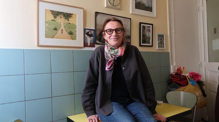Marie Desplechin dans sa cuisine, où elle écrit (Laurence Houot / franceinfo Culture)