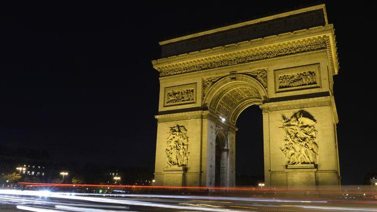 L'Arc de Triomphe en nocturne (3 décembre 2013)  (Miguel Medina / AFP)