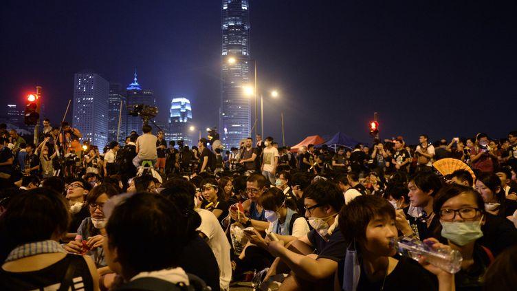 Des manifestants pro-démocratie, le 2 octobre 2014, à Hong Kong (Chine). (DALE DE LA REY / AFP)