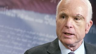 Le sénateur américain John McCain lors d'un discours au Capitole, à Washington, le 27 juillet 2017. (RON SACHS / CONSOLIDATED / AFP)