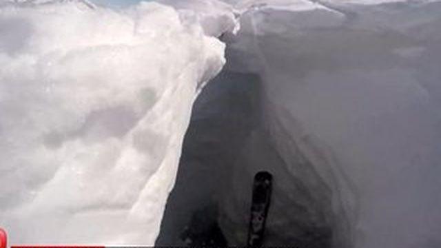 Ski : un Français survit après une chute dans une crevasse