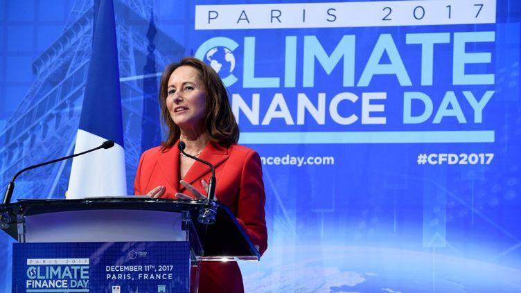 """Ségolène Royal donne un discours au """"Climate finance day"""", le 11 décembre 2017 à Paris. (ERIC PIERMONT / AFP)"""