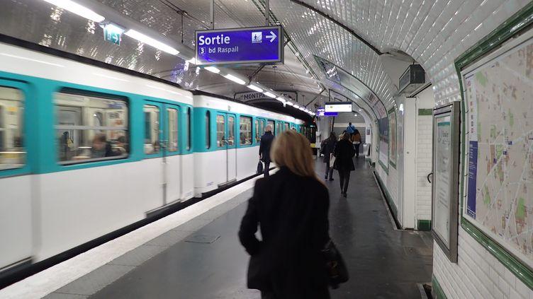 Une station du métro parisien, le 23 février 2016. (OLIVIER BOITET / MAXPPP)