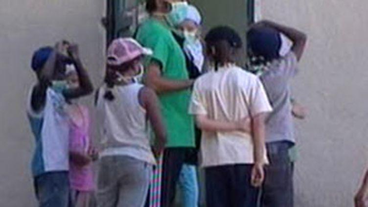Les enfants et encadrants d'une colonie de vacances près de Royan confinés en raison de la grippe A H1N1 (23/08/2009) (© France 3)