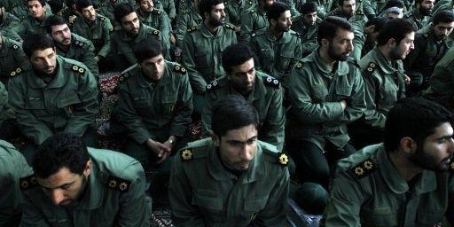 Téhéran, le 1er février 2012: des Pasdaran fêtent le 33e anniversaire du retour d'exil de l'ayatollah Khomeini, en 1979. (AFP PHOTO/ATTA KENARE)