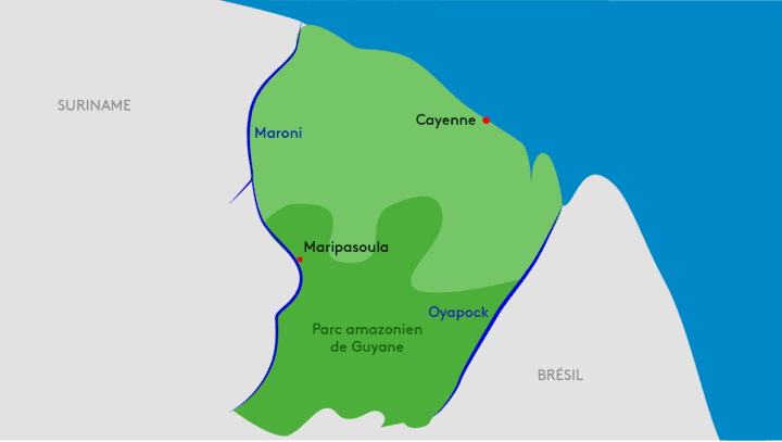 De nombreux sites d'orpaillage illégal se trouvent le long des fleuves Maroni et Oyapock, ou de leurs affluents. (SONIA LANGE / FRANCEINFO)
