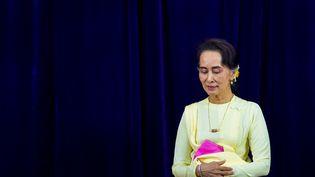 Photo d'archives prise le 28 août 2018 de la conseillère d'État de Birmanie, Aung San Suu Kyi, l'université de Rangoun. (STR / AFP)
