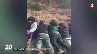 Capture d'écran d'uen vidéo diffusée sur le net montrant des migrants ligotés à la frontière entre la Bulgarie et la Turquie (FRANCE 2)