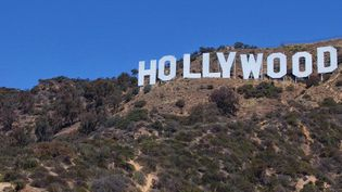 """L'enseigne """"Hollywood"""" surplombe la ville de Los Angeles, en Californie  (David Jakle / Cultura Creative)"""