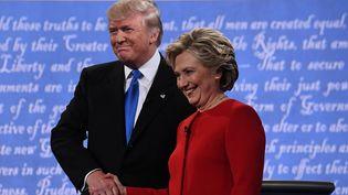 Donald Trump et Hillary Clinton lors du premier débat présidentiel américain, à Hempstead (Etats-Unis), le 26 septembre 2016. (JEWEL SAMAD / AFP)