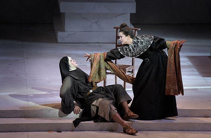Philippe Talbot (Comte Ory), Julie Fuchs (la Comtesse)  (Vincent Pontet/Opéra Comique)
