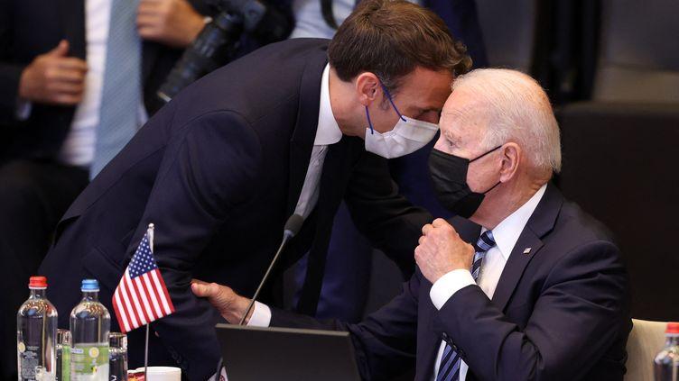 Le président français, Emmanuel Macron, et le président américain, Joe Biden, à Bruxelles (Belgique) le 14 juin 2021. (DURSUN AYDEMIR / ANADOLU AGENCY / AFP)