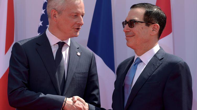 Bruno Le Maire et son homologue américain Steven Mnuchin lors de l'arrivée de ce dernier au G7, le 17 juillet 2019, à Chantilly (Oise). (ERIC PIERMONT / AFP)
