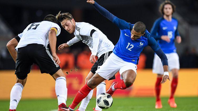 Ozil et Mbappe se livrent un duel âpre